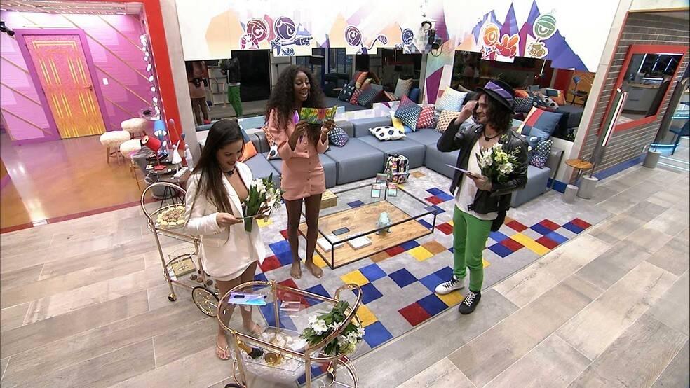 Os três receberam surpresas da produção para comemorar o fato de serem finalistas. (Foto: Globo0