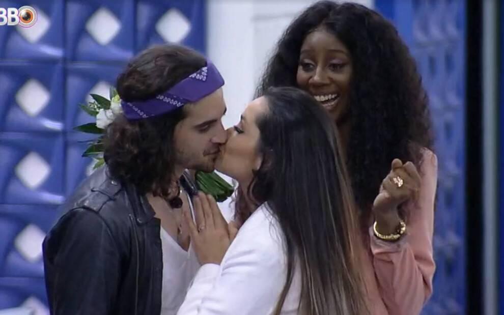 Fiuk e Juliette finalmente se beijaram. (Foto: Globo)
