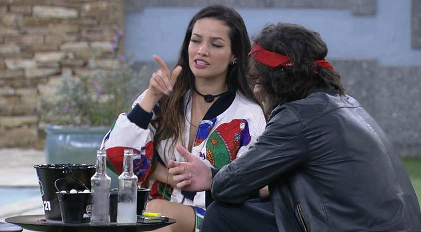 """Enquanto os dois """"lavam panos"""" e conversam sobre momentos que eles se sentiram machucados, e algumas intrigas que rolaram dentro da casa. (Foto: Reprodução/ Globo)"""