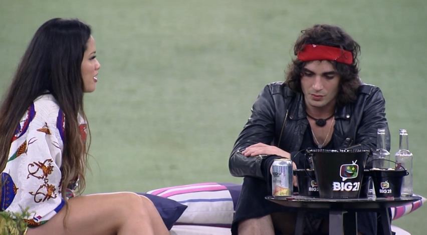 Ambos os participantes estavam contando sobre suas trajetórias no jogo (Foto: Reprodução/ Globo)