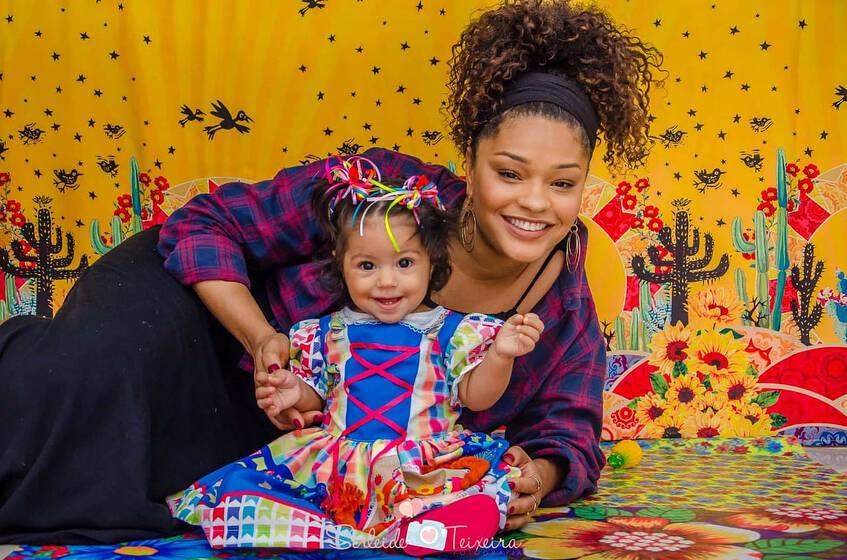 Juliana Alves e a filha Yolanda. (Foto: Instagram/@julianaalvesiam)