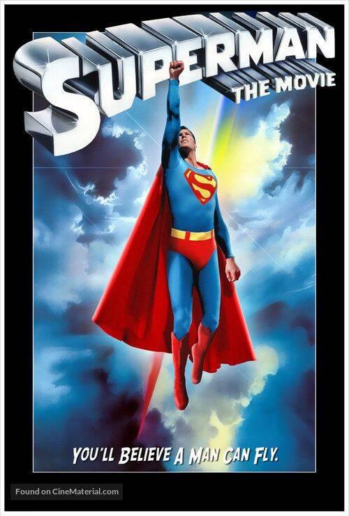 Superman - Alguns fãs acreditam que devido a luta dos diretores de consegui o direito do personagem da DC Comics, uma maldição foi criada. O primeiro ator a interpretar o Super-Homem foi Kirk Alyn. Após o filme, sua carreira acabou. Apesar de ser um homem saudável e forte, ele começou a sofrer por problemas causados pela doença de Alzheimer e morreu antes de ser considerado uma celebridade.(Foto: Reprodução/ Pinterest)