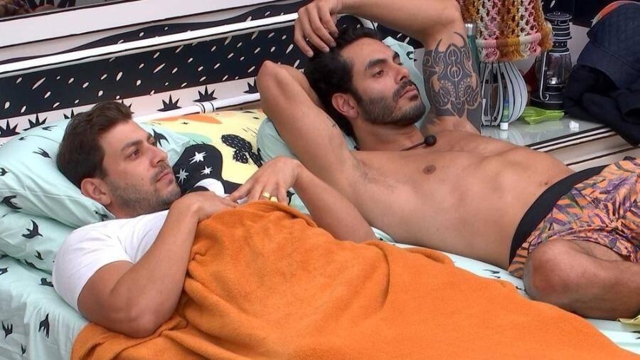Os brothers dividiram a mesma cama até o final (Foto: Reprodução/Globo)