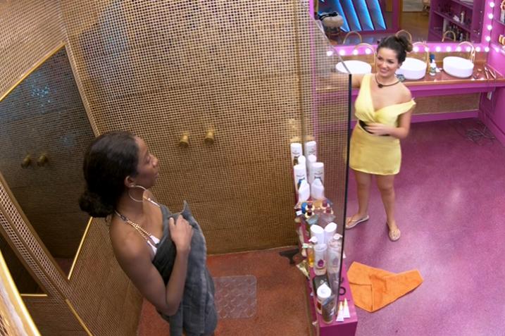 Na última terça-feira, 03, Camilla e Juliette celebraram a parceria no reality show. (Foto: Reprodução/ Globo)