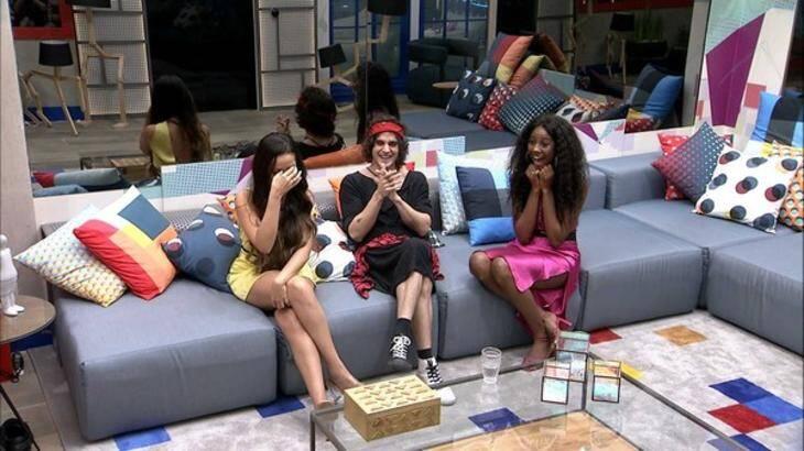 Fábio também mandou um beijo para Camilla e Juliette (Foto: Reprodução/Globo)