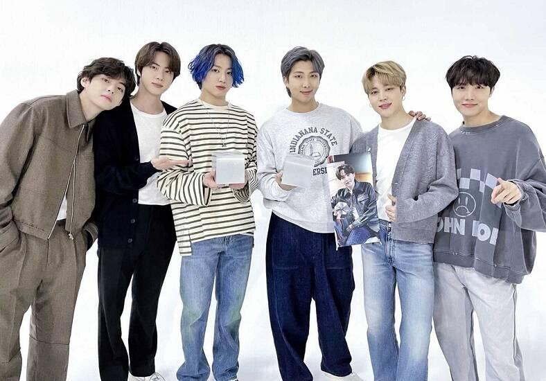 O grupo de k-pop BTS é composto por RM, Jin, Suga, J-Hope, Jimin, V e Jungkook. (Foto: Instagram)