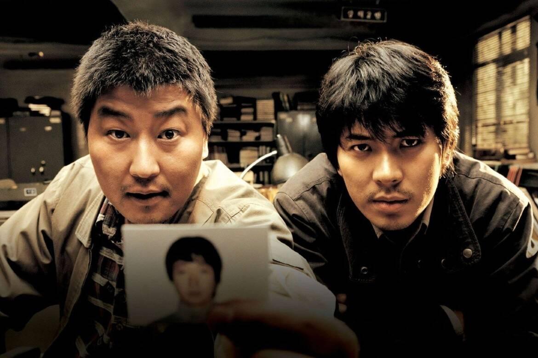 """""""Memórias de um Assassino"""" - O filme é um dos primeiros da carreira do premiado diretor Bong Joon-Ho e conta a história do primeiro serial killer da Coreia. (Foto: Divulgação)"""