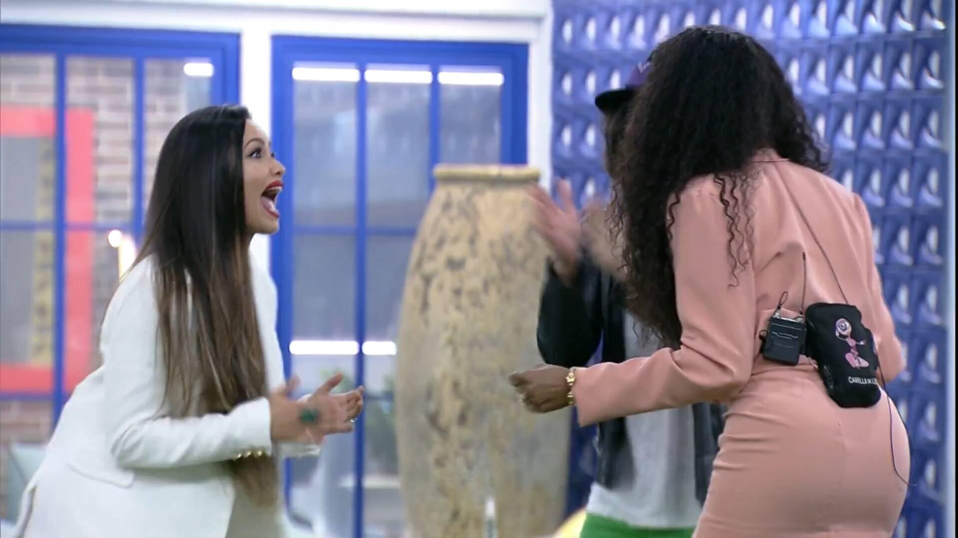 Os três se abraçaram e gritaram (Foto: Reprodução/Globo)