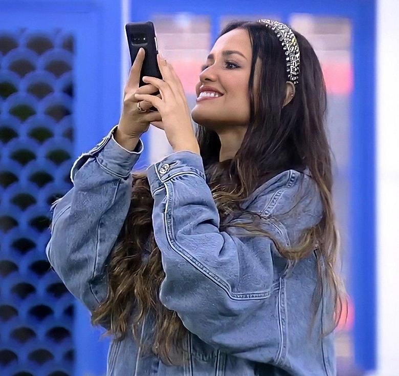 Com tiaras - O acessório também fez sucesso no reality e é perfeito para incrementar o cabelo liso. (Foto: Reprodução/ Globo)