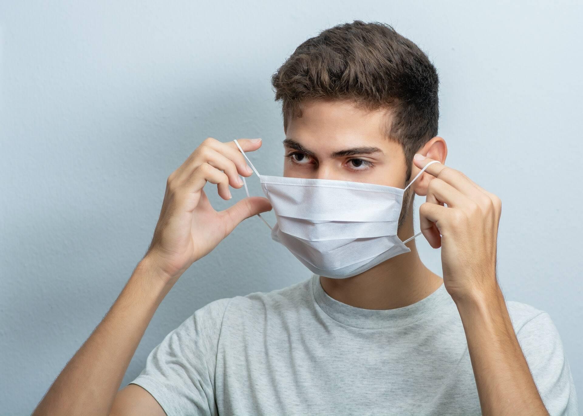 Arnaldo Korn, diretor do Centro Nacional - Cirurgia Plástica, comenta que embora a máscara possa tracionar as orelhas, não deve haver alteração na anatomia. (Foto: Unsplash)