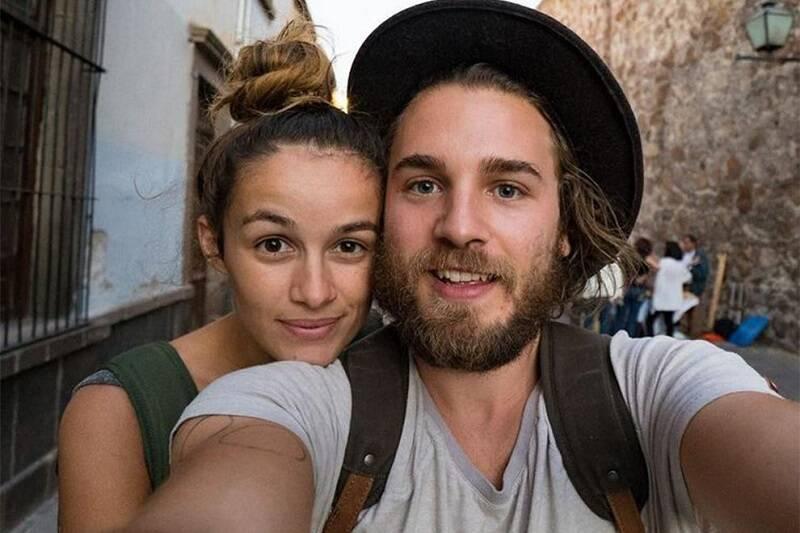 """""""Expedition Happiness"""" - O documentário conta a história do casal alemão, Felix Starck e Selima Taibi, que transformou um antigo ônibus escolar em sua """"casa"""" sobre rodas. (Foto: Divulgação)"""