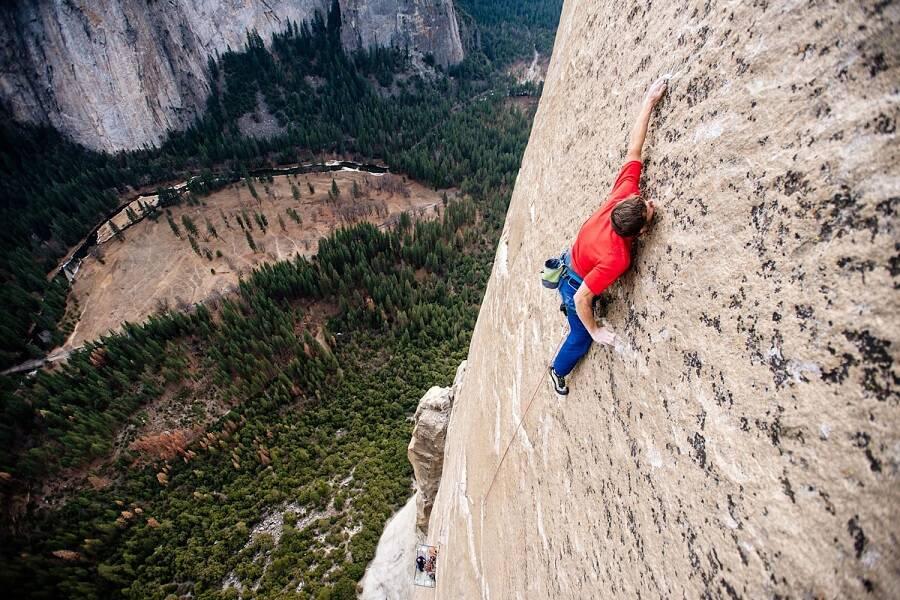 """""""Escalando Dawn Wall"""" - A obra acompanha os 19 dias de escalada, os anos de esforço e a inspiradora jornada de vida dos alpinistas Tommy Cadwell e Kevin Jorgeson. (Foto: Divulgação)"""