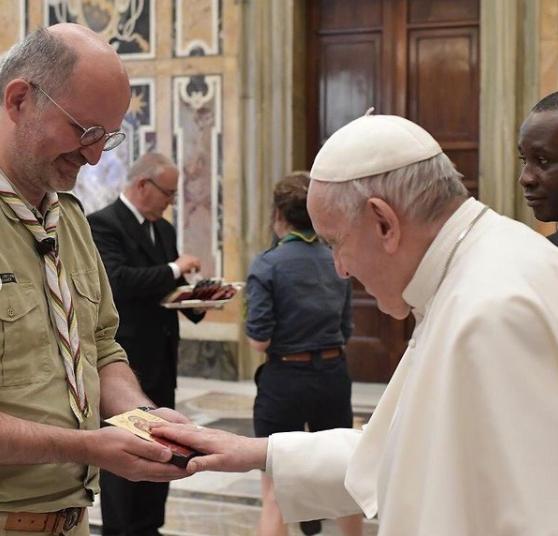 Em resposta para o jornal Extra , o sacerdote da diocese de Divinópolis (MG) contou que tinha combinado com seu colega padre João Paulo, que ele iria ser o cameraman enquanto tentavam algum tipo de contato com o pontífice (Foto: Instagram)