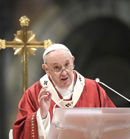que riu de nervosa com o comentário do pontífice (Foto: Instagram)