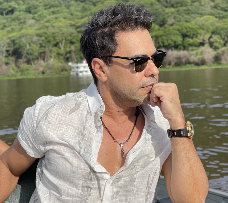 Zezé está focado em novos projetos, como uma websérie com seu irmão, Luciano, e a minissérie 'Pai e Filha', com Wanessa Camargo. (Foto: Instagram)