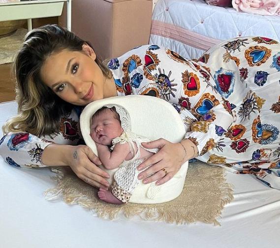 Além do nome composto, Maria Alice, a recém nascida ainda possui os sobrenomes de batismo (Foto: Instagram)