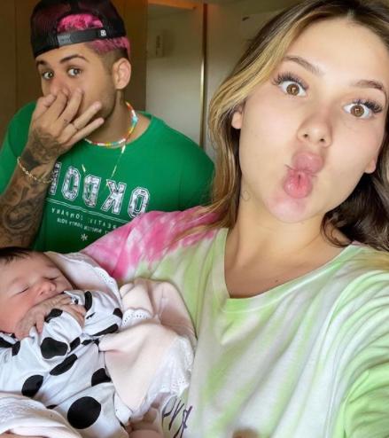 Segundo ela, ganhou cerca de 20 e 22 kg enquanto estava grávida de Maria Alice (Foto: Instagram)
