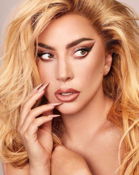 Quando a turnê Born This Way Ball chegou na Rússia no final de 2012, Gaga foi acusada de quebrar a lei de propaganda anti-gay. Ela foi ameaçada de ir para a prisão e ter que pagar uma multa de 50 mil dólares, como foi reportado pela Reuters, mas aquilo não a parou. O show continuou como planejado, para o prazer dos fãs russos, e alguns dias depois ela levou sua mensagem de inclusão para Moscou. (Foto: Instagram)