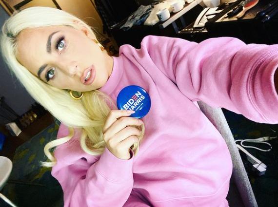 Poucas semanas depois da posse de Trump na presidência, Lady Gaga subiu no palco do show de intervalo do Super Bowl, depois de semanas de especulação (Foto: Instagram)