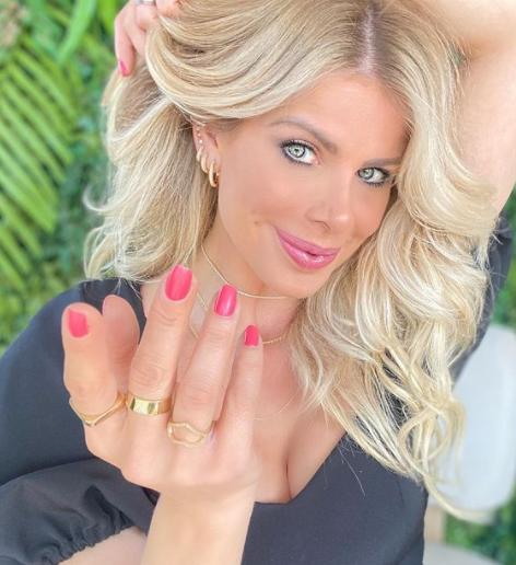 Karina Bacchi revela que se arrepende de ter posado sem