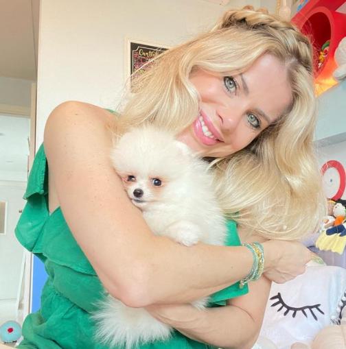 Karina Bacchi revela arrependimento em ter posado para