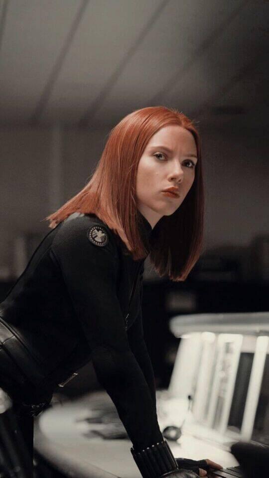Natasha já foi apaixonada por Clint Barton, o Gavião Arqueiro. Isso aconteceu depois que ela recruta o criminoso para uma missão e acaba se envolvendo com ele. Clint chegou, até mesmo, a pedir Natasha em casamento, mas ela o negou pois a União Soviética e a KGB estavam na cola dela por causa de seu romance, que era visto como um problema. A proposito, foi depois disso que ela acabou desertando para os Estados Unidos e se aliando a S.H.I.E.L.D (Foto: Pinterest)