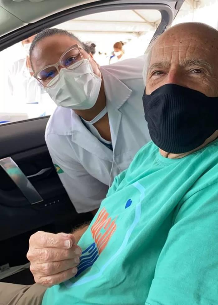 No auge de seus 88 anos, Ary Fontoura foi vacinado no Rio de Janeiro.(Foto: Instagram)