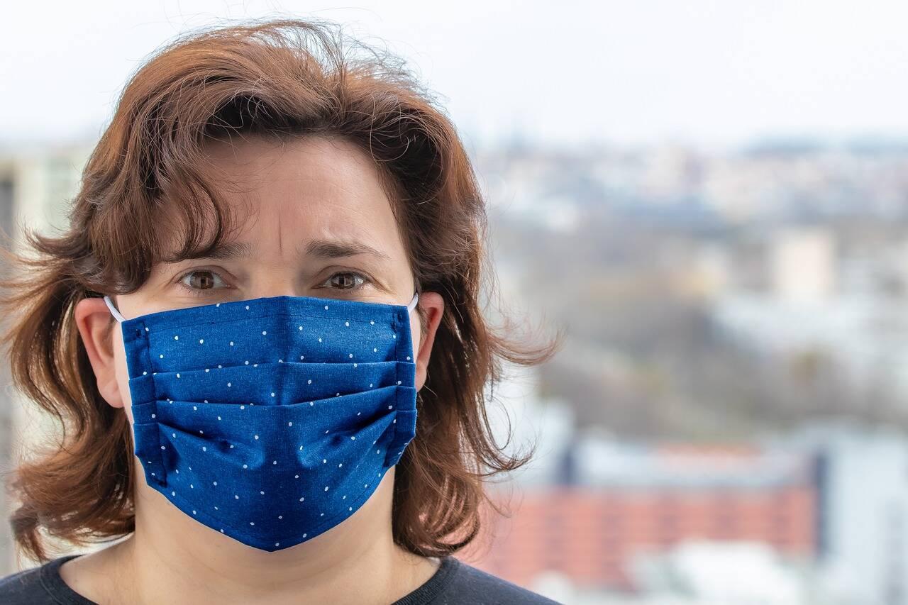 Após países relaxarem medidas de restrição, como o uso de máscaras, (Foto: Pixabay)