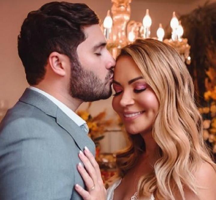 Solange Almeira e Monilton Moura casaram em uma cerimônia secreta. (Foto: Instagram)
