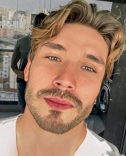 O jovem vinha recebendo ataques depois de suposto relacionamento entre ele e a participante do reality, Sarah Andrade (Foto: Instagram)