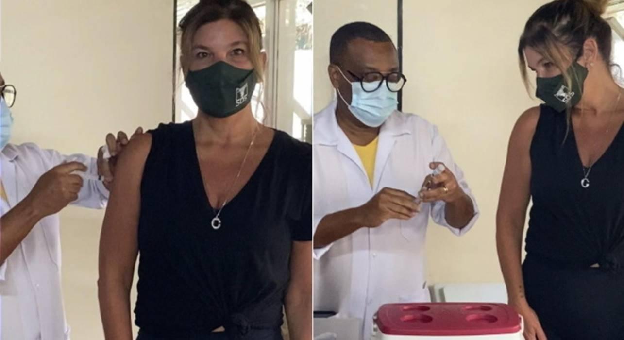 A atriz Cristiana Oliveira, de 57 anos, recebeu a vacina contra a covid-19 e celebrou: