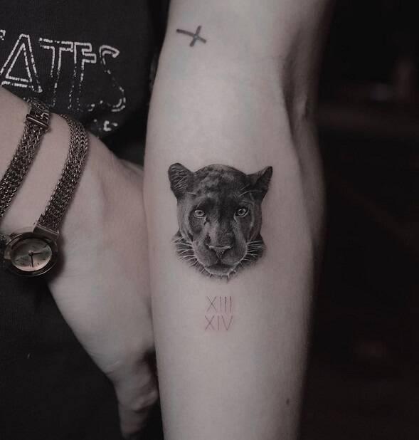 Giovanna Ewbank também eternizou o amor pelos filhos! A esposa de Bruno Gagliasso tatuou uma pantera negra em homenagem a Titi e Bless. (Fonte: Instagram)