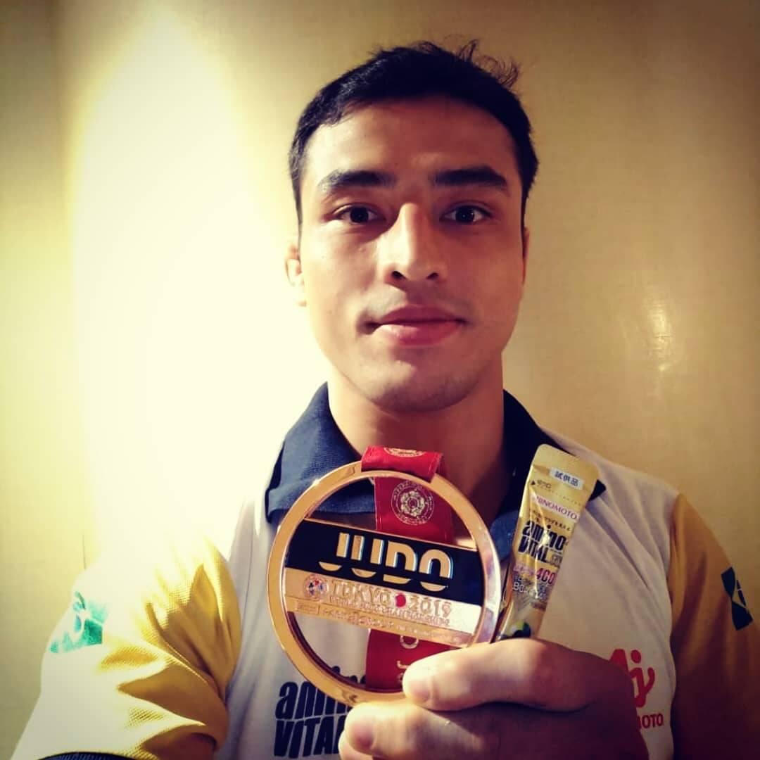 Aos 29 anos, o judoca Eduardo Kutshiro é natural de Paineiras, no interior de São Paulo. Experiente, ele fez parte das seleções de base da modalidade e se estabeleceu entre os principais atletas do Brasil. (Foto: Instagram)