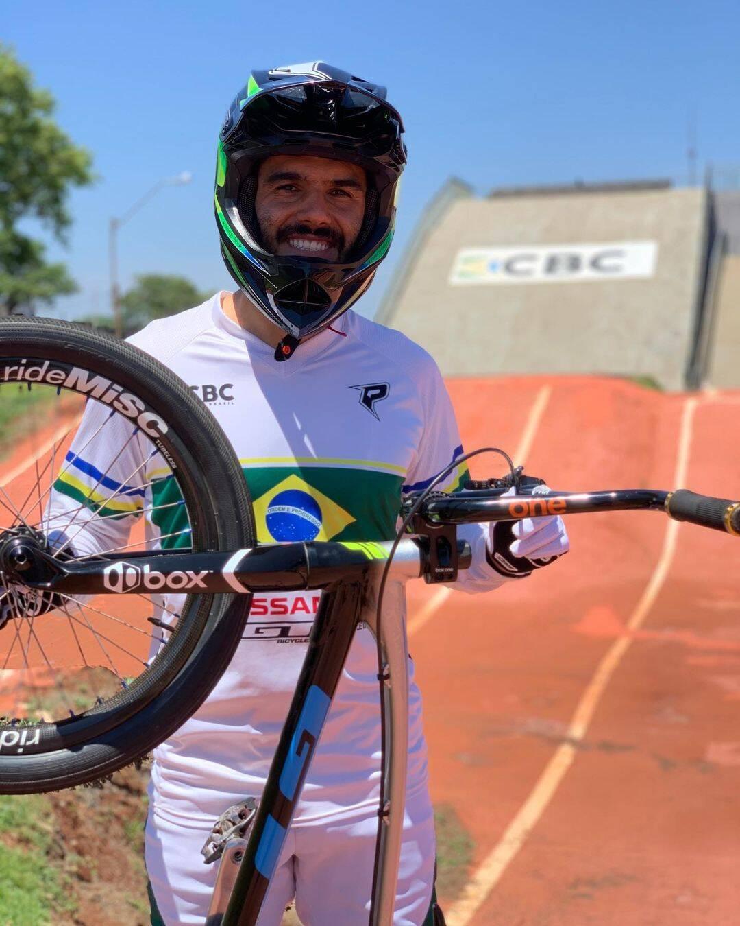 Renato Rezende é uma atleta do Time Nissan que representará o Brasil no ciclismo BMX masculina nos Jogos Olímpicos. (Foto: Instagram)