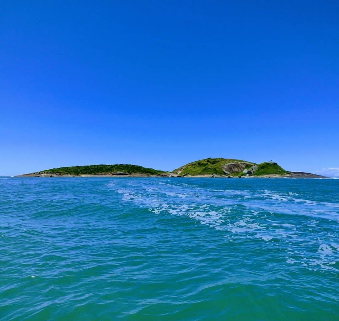 Com mais de 50 praias, Guarapari tem a vantagem de ter muitas opções de praias para conhecer. E como praia é um passeio gratuito, é só chegar e curtir. (Foto: Instagram)