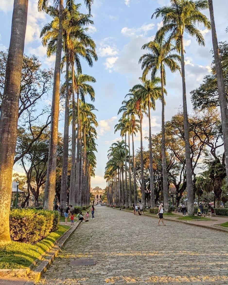 Outro ponto em conta é a cidade de Belo Horizonte um dos pontos mais famosos da cidade: a Praça da Liberdade no bairro Savassi. (Foto: Instagram)