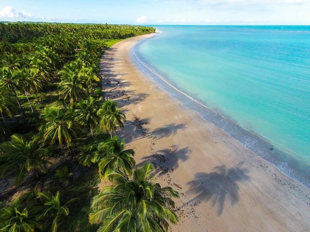 Um dos pontos turísticos é a praia de Ipioca, uma praia tranquila, contornada por coqueiros, ideal para relaxar. (Foto: Instagram)