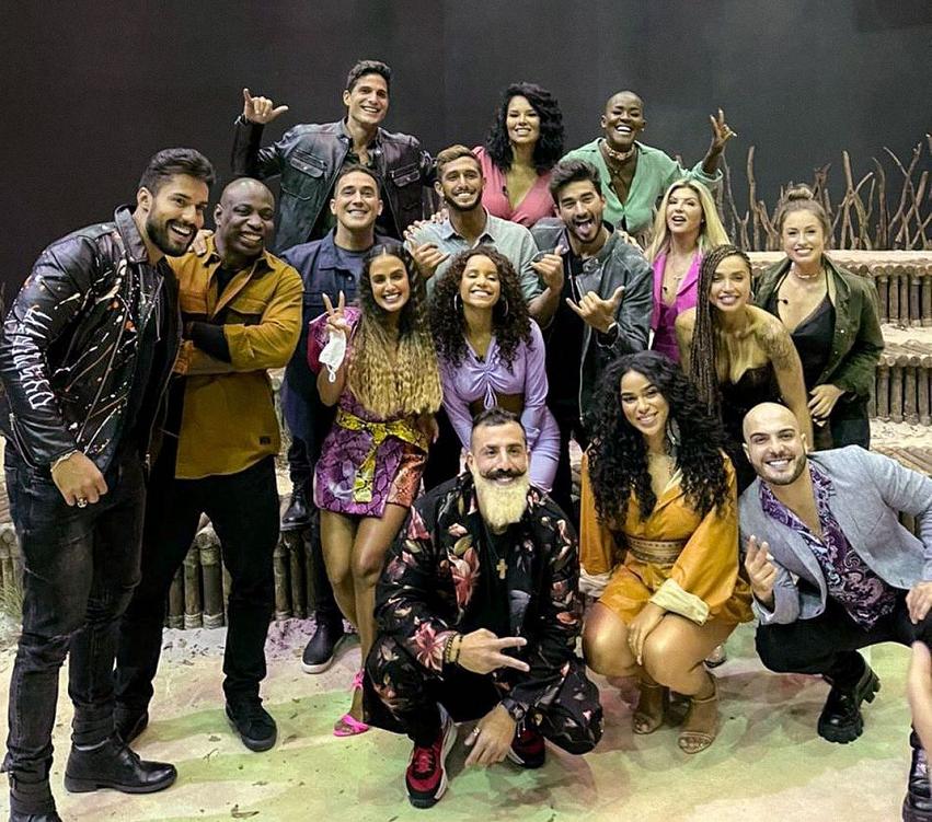 O apresentador André Marques e o elenco do 'No Limite'. (Foto: Instagram)