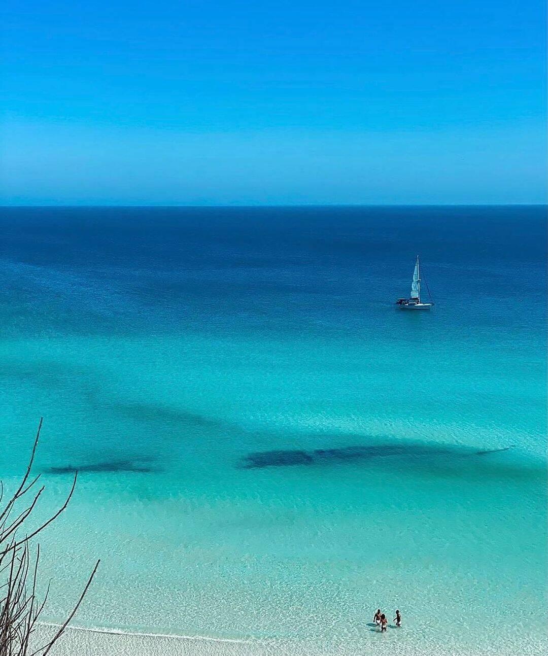 Arraial do Cabo e Cabo Frio são vizinhas, e a principal diferença entre as duas é que as praias em Arraial costumam ser mais verde. (Foto: Instagram)