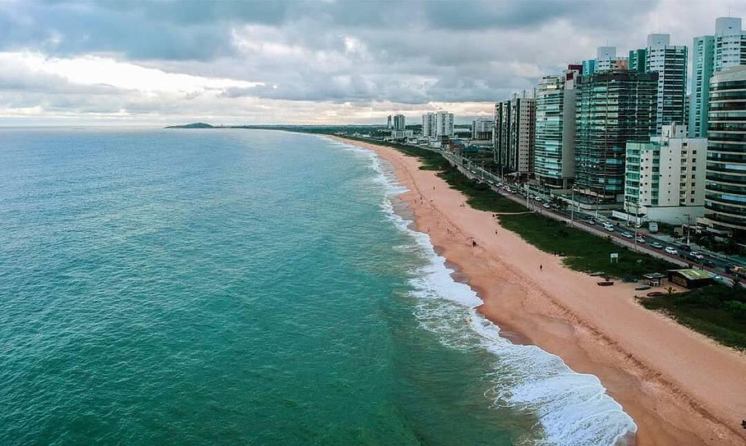 A cidade possui diversas praias e parques para se visitar. (Foto: Instagram)