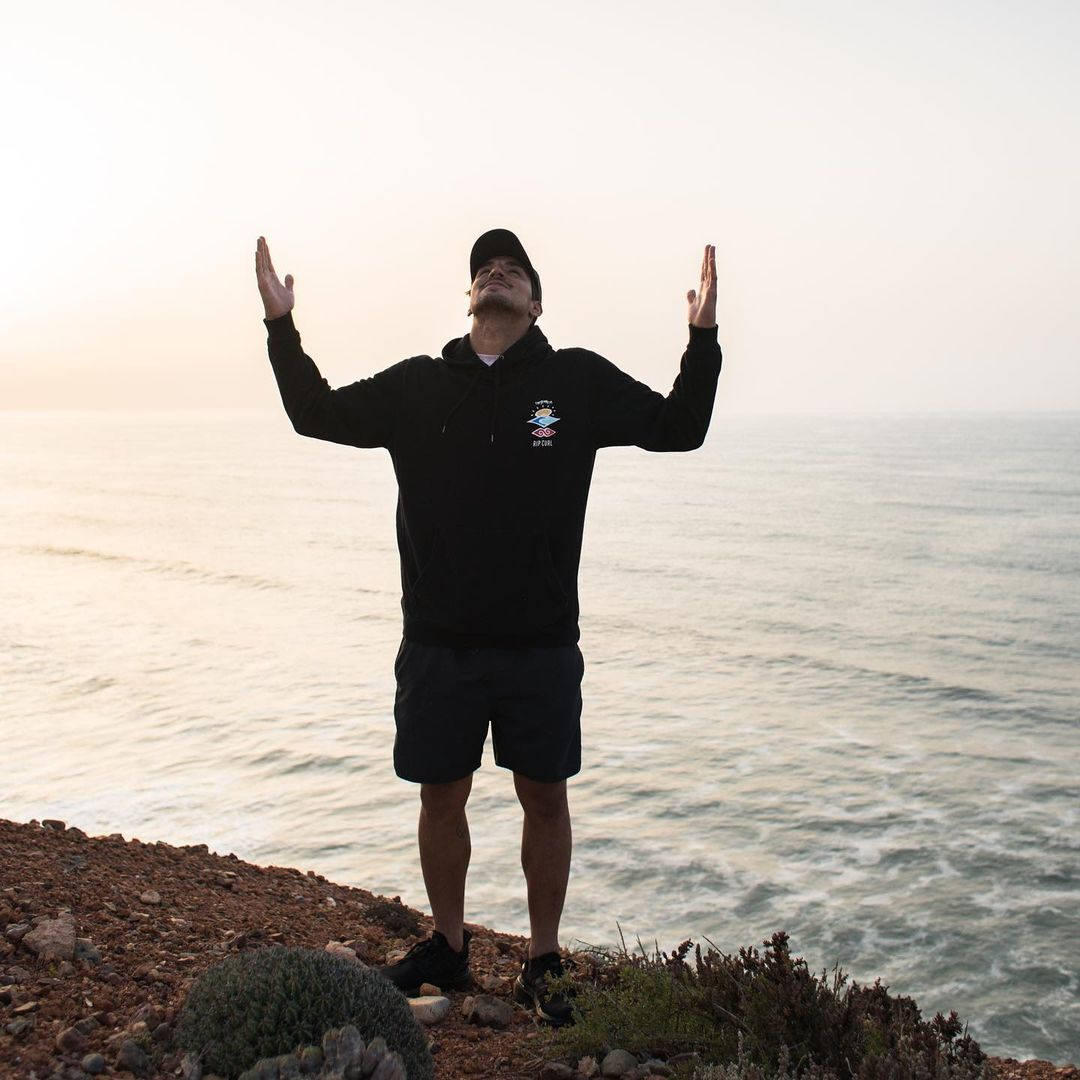 Gabriel Medina, outro brasileiro candidato ao pódio, ficou sem medalha depois de perder para Igarashi na semifinal e para o australiano Owen Wright na disputa pelo bronze. (Foto: Instagram)