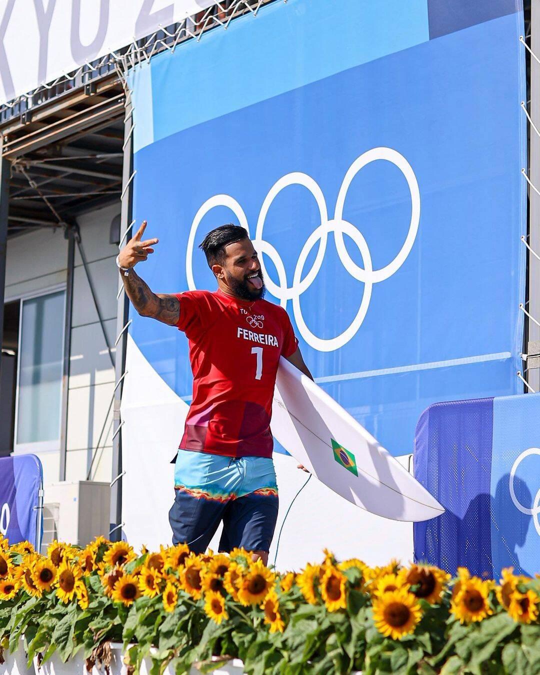 Ítalo se consagrou como o campeã do surfe mundial nas Olímpiadas. (Foto: Instagram)