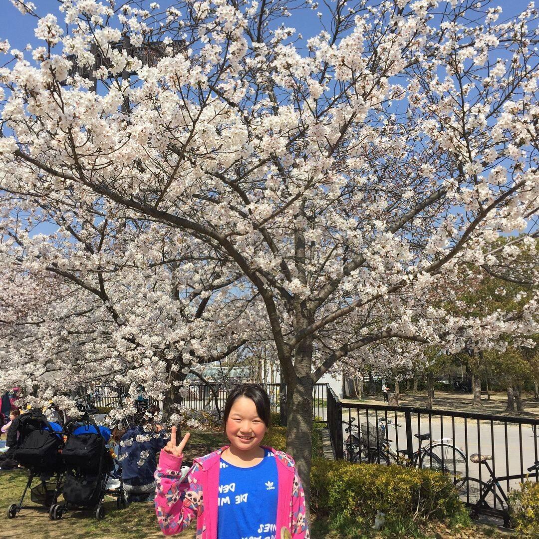 Ela foi superada apenas pela japonesa Momiji Nishiya, que teve 15,26 e ficou com o ouro. (Foto: Instagram)
