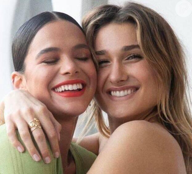Bruna Marquezine é super amiga de Sasha Meneghel desde sua infância. E, apesar dos estilos de vida diferentes, elas continuam inseparáveis e sempre arrumam um tempinho para se encontrar. (Foto: Instagram)