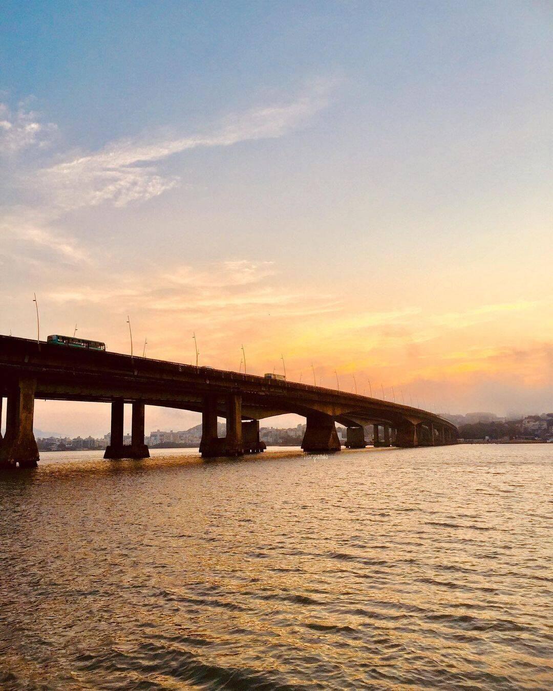 Florianópolis é uma cidade tora litorânea que pode parecer cara mas possui pontos turísticos em conta. (Foto: Instagram)