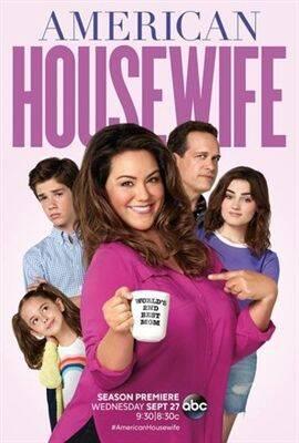 O cancelamento de American Housewife veio após polêmicas envolvendo os bastidores da produção. Acontece que no fim de 2020, Carly Hughes deixou o elenco da série e, em entrevista ao Deadline, afirmou que o ambiente era tóxico (Foto: Divulgação)