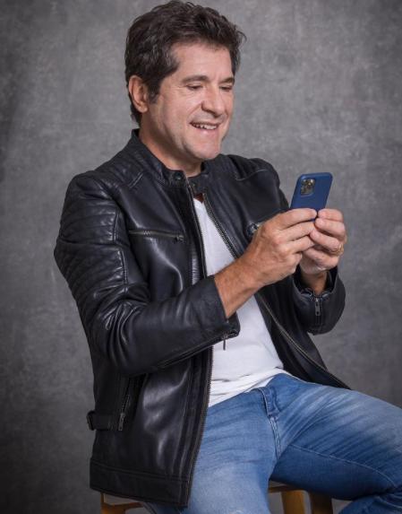 Daniel Sucesso no mundo da música sertaneja, Daniel já teve o seu lado ator. Em 2009, ele viveu na novela Paraíso o violeiro Zé Camilo. O curioso é que o nome do seu personagem na época é o mesmo do seu pai na vida real (Foto: Instagram)