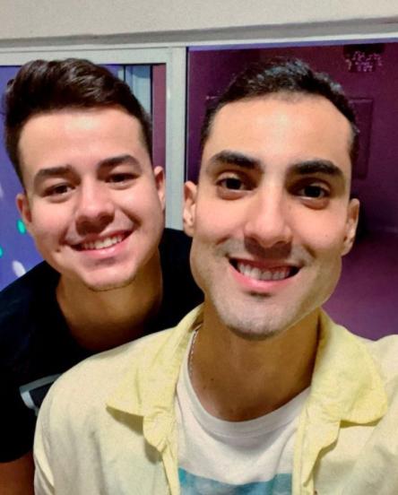 O jovem de apenas 25 anos tem ganhado atenção por seus videos engraçados nas redes sociais. (Foto: Instagram)