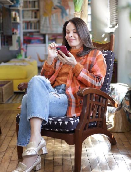 Carolina Ferraz estrelou um programa na GNT chamado 'Receitas da Carolina' e mostrou que manda muito bem na comida (Foto: Instagram)