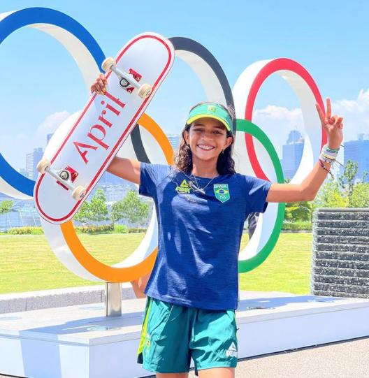 Rayssa Leal - Aos 7 anos, ganhou o primeiro campeonato brasileiro de skate , na categoria street. Atualmente, aos 13 anos, é a segunda colocada no ranking mundial da categoria e uma das favoritas ao pódio olímpico. Quer mais? Ela já tem no currículo uma prata no Mundial de São Paulo, em 2019, um bronze no Mundial de Roma, em 2021, e recebeu até uma indicação ao prêmio Laureus, considerado o
